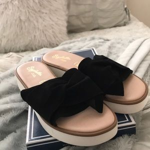 Seychelles coast black suede sandals